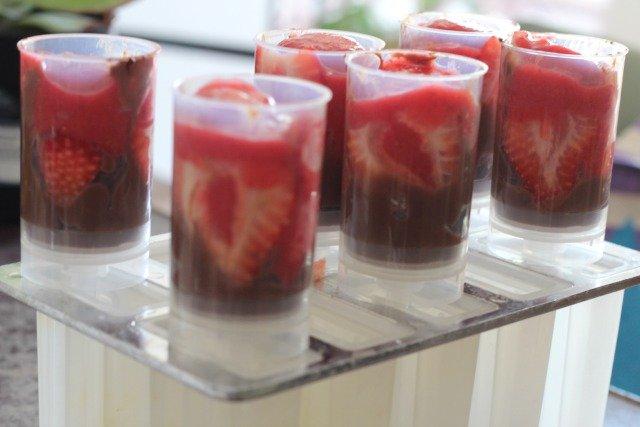 Strawberry + Chocolate Pudding Ice Pops www.sparklelivingblog.com