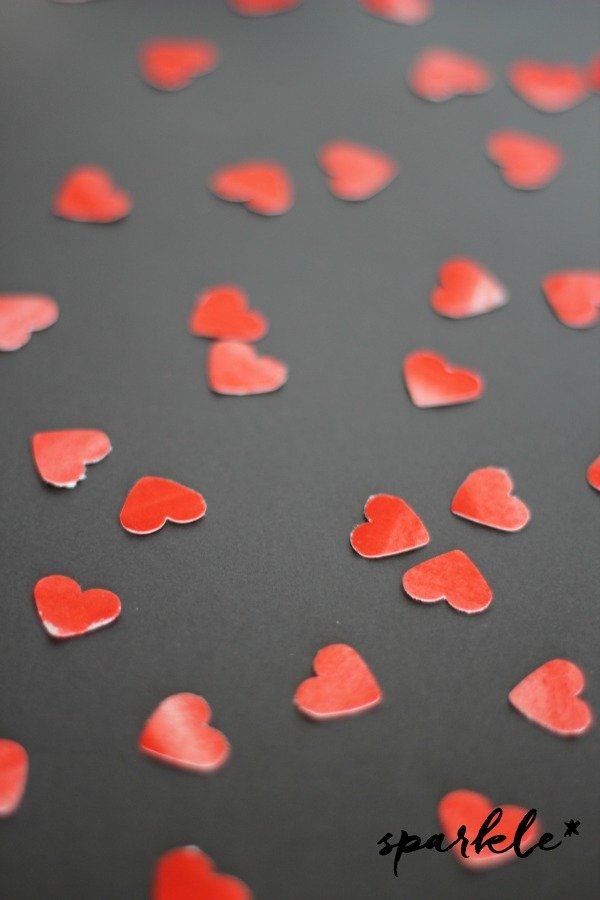 Hand painted hearts for a gorgeous garland that doubles as a card for Valentine's Day.