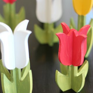 DIY painted wooden tulips. Super cute springtime decor!