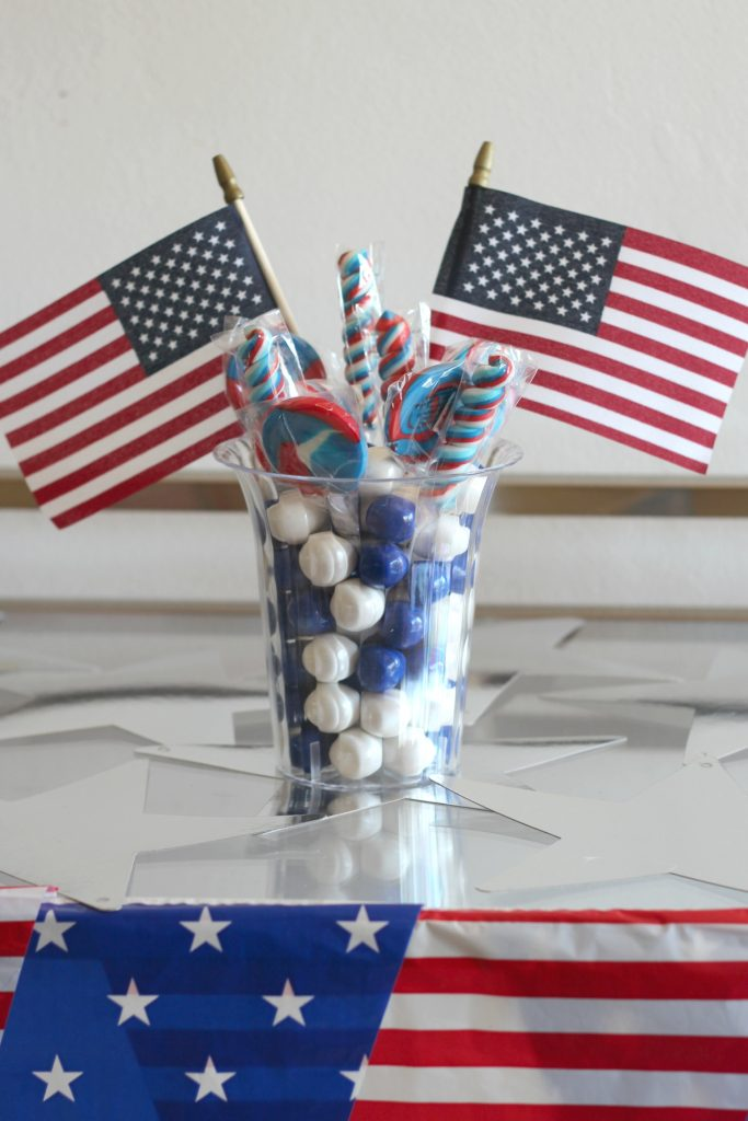 Sparkling candy cocktails! Celebrate Independence Day with these fun sparkling wine, vodka and candy cocktails in cups rimmed with popping candy. Because adults like sweets too!