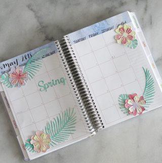 Create these handmade tropical flower planner stickers to decorate your planner! #planner #planneraddict #plannerstickers #handmadestickers
