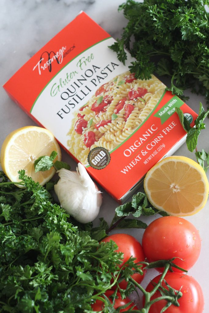 This lemon, parsley and tomato salad has a hint of fresh mint and and some quinoa fusilli mixed in. It is so refreshing and green and a it's a perfect way to kick off the new year!
