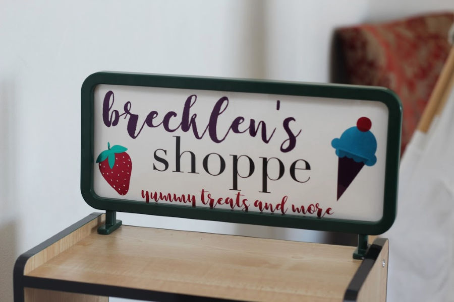 little kid's grocery shop makeover using vinyl from Styletech craft