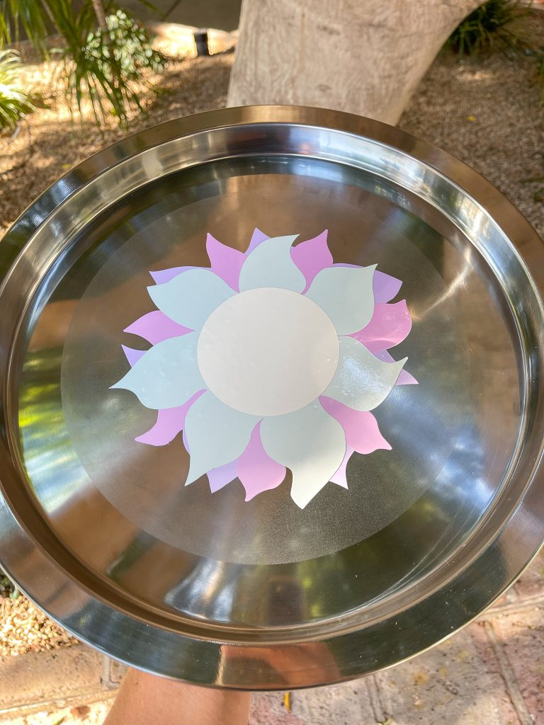 Sun vinyl tray with out sunlight, vinyl is white.